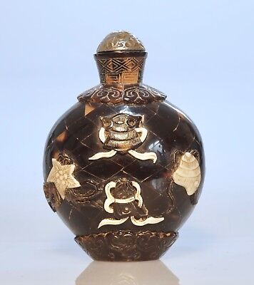Fine Provenance Chinese Snuff Bottle with Auspicious Symbols - Late Qing Dynasty