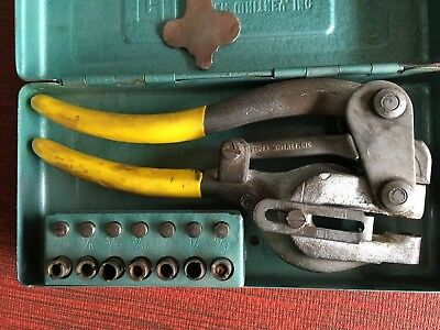 VINTAGE Roper Whitney No 5 Jr Hand Punch w Dies AND METAL BOX Made in USA