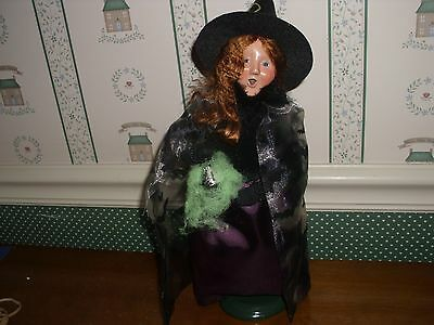 Byers Choice - 2016 Halloween Witchy Woman Caroler-New