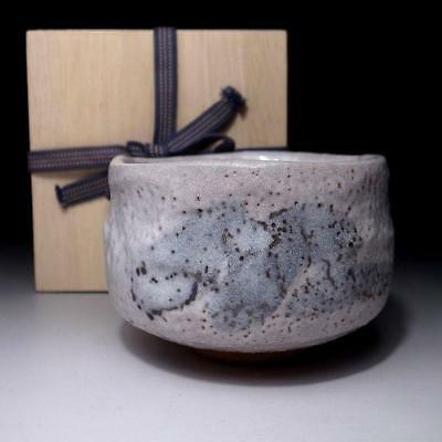 UH2: Vintage Japanese Pottery Tea bowl, Shino ware with wooden storage box