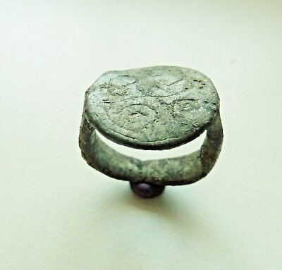 Post-medieval tin ring (831).