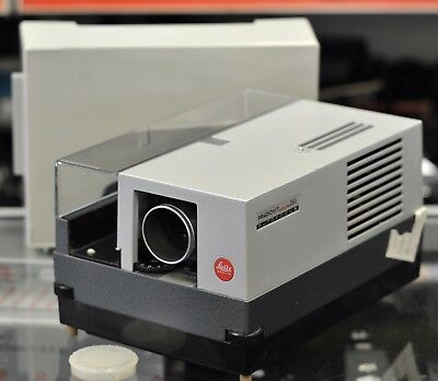 Leica Pradovit Color 250 35mm Projector with Built in timer. Leica 90mm 2.5 lens