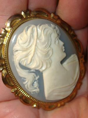 1970s True Vintage FILIGREE BLUE CAMEO GIRL WOMAN PORTRAIT BROOCH PIN Gold Tone