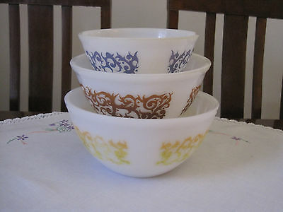 Set Of Three Vintage Retro Pyrex Scroll Or Bramble Mixing Bowls