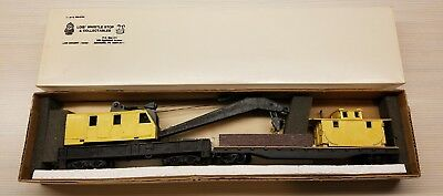 HO Scale Wrecking Crane And Boom Car T1987