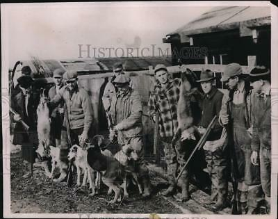 1937 Press Photo Fox Hunters in the Marshland bordering Delaware River.