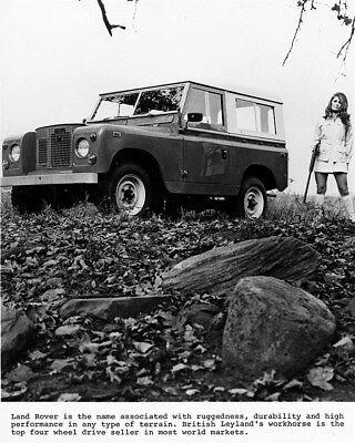 1969 ? Land Rover 88 Hardtop & Model with Rifle Factory Photo cb1051