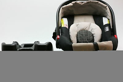 Graco SnugRide Click Connect 35 Infant Car Seat  infants from 4 To 35 Pounds