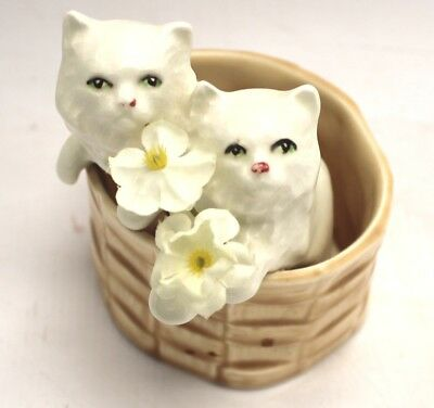 Vintage SYLVAC White CATS In Basket Ceramic FIGURINE/ORNAMENT  - C73