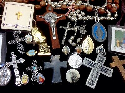 Lot Of Vintage~Now Catholic/religious Rosaries, Crucifixes, Medals...   (E25)