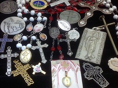 Lot Of Vintage~Now Catholic/religious Rosaries, Crucifixes, Medals...   (E32)