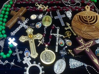 Lot Of Vintage~Now Catholic/religious Rosaries, Crucifixes, Medals...   (E48)