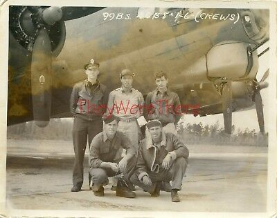 WWII photo- B-17 Flying Fortress Bomber plane & Crew GROUP SHOT