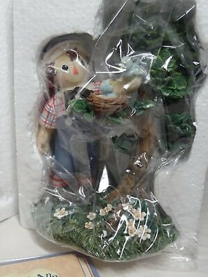 "Enesco Raggedy Ann Andy ""Everyone Could Use A Helping Hand"" Bird in Nest  953148"