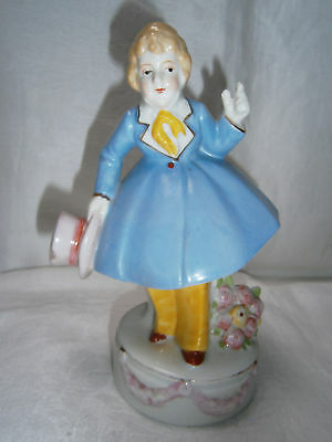 18cm VINTAGE PORCELAIN GENTLEMAN STATUE FIGURINE WITH TOP HAT & FLOWERS