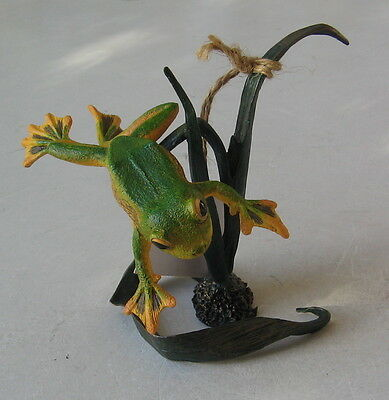 Country Artists Natural World Wallace's Flying Frog Figurine