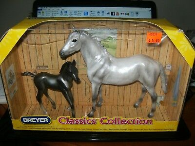 2011 Breyer Classic Collection Grey Thoroughbred and Dark Grey Foal MIB, 1:12.