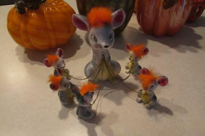 VTG CERAMIC MOTHER MOUSE WITH 5 BABIES ON CHAINS-D.B.CO. JAPAN-ORANGE TUFFS-50s