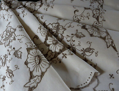 """Lovely Vintage Madeira Hand Embroidered Linen Tablecloth 43"""" sq Antique Textile"""
