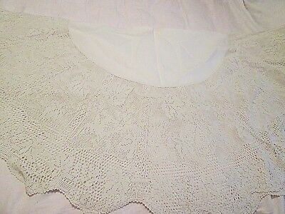 ANTIQUE CROCHET ROUND TABLECLOTH CIRCULAR  w LINEN CENTER 61 x 61 LEAF PATTERN