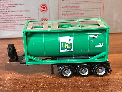 """Herpa/AWM - Chassis 3a(schwarz/26ft.) mit 20ft. Tank-Container """" LNG """""""