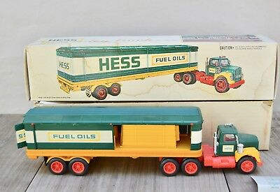 Vintage Hess Truck 1975-76?  With Box ... Excellent Condition