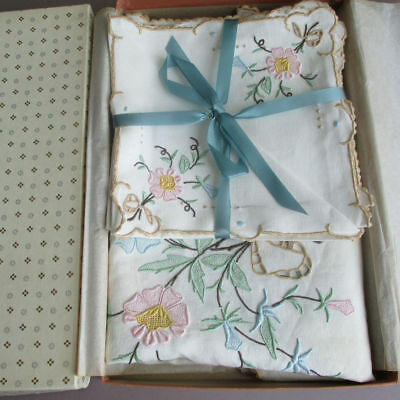 Vintage MADEIRA Linen Hand Embroidered Table Topper + 4 Napkins * FLOWERS + BOWS