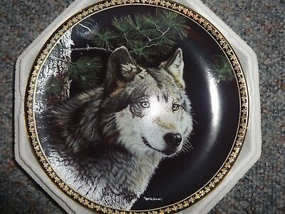 """Hamilton Collection American Wilderness Collection """" Gray Wolf """" plate"""