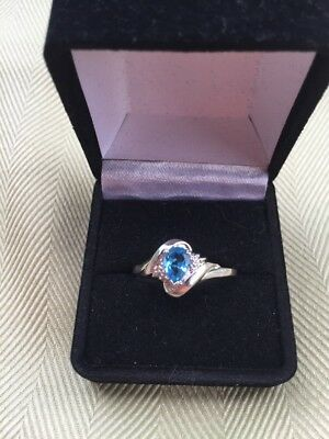 10k Solid White Gold Ladies Ring With Pretty Blue Stone Signed Size 10.5