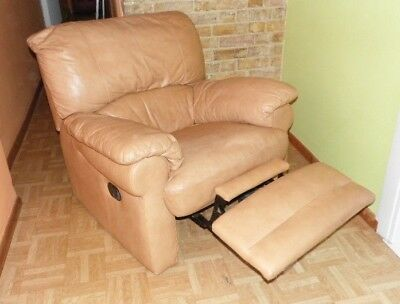 A Pair Of Quality Soft Leather Reclining Chairs In  Good Condition