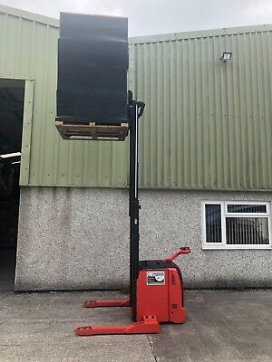 Linde series 131 L14 electric pallet stacker truck only 450 hours.3.3m high lift