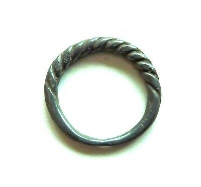 Old bronze twisted ring (368).