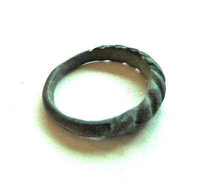 Old bronze twisted ring (392).