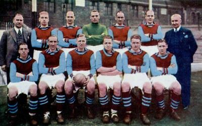 Large collection of Aston Villa Football photo postcards - old & new