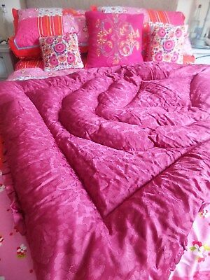 Gorgeous Feather Eiderdown Ruby Red Damask Design 44'' X 58'' Frilled Very Plump