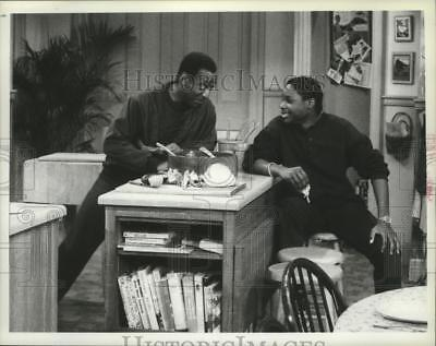 1986 Press Photo Malcolm Jamal Warner, Bill Cosby in a scene from The Cosby Show
