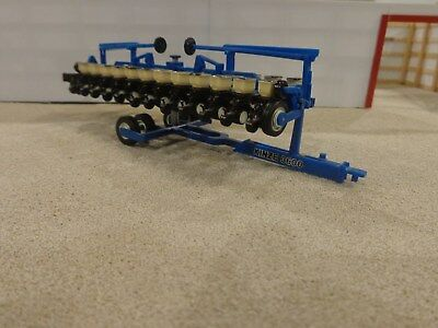 Kinze 3600 12 Row Twin Line Planter By Speccast 1 64th Scale Mint