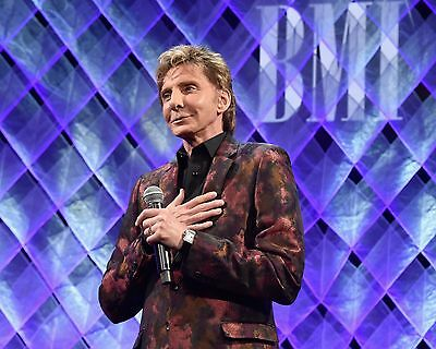 "Barry Manilow 10"" x 8"" Photograph no 55"