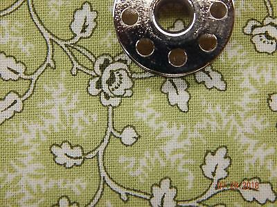 100/% COTTON QUILT FABRIC LITE GREEN BTY 42//44 WIDE FREE SHIPPING ARTIES PLACE