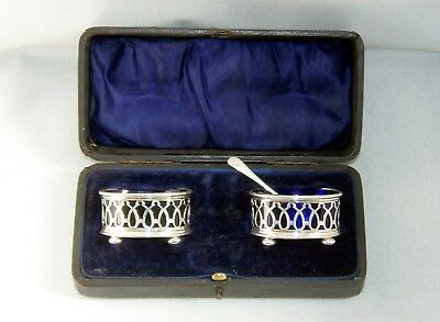 A PAIR, HALLMARKED SILVER SALT CELLAR'S, B/HAM 1912, G.M. Co MAKER, IN CASE.