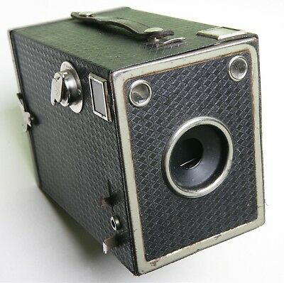 Attractive French Box Camera With Unusual Leatherette