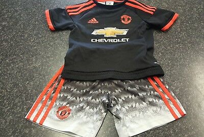 Boys Adidas Manchester United Climacool Kit Aged 5-6 Years.