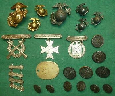 Named WW2 USMC Grouping Uniform/Hat Insignia, Badges with Dog Tag - No Reserve