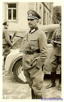 Port. Photo: ELEGANT Wehrmacht Oberleutnant w/ Medals by Staff Car w/ Officers!