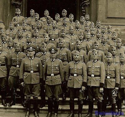 Port. Photo: RARE German Elite Feldgendarmerie Polizei Truppe Posed by Building!