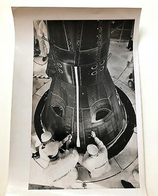 Orig. early-mid 1960s press photo TECHNICIANS INSPECTING SPACE CAPSULE NASA