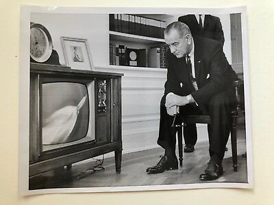 Orig. 1964 press photo LBJ WATCHING SATURN LAUNCH ON TV
