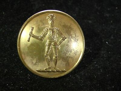 c.1890 MARSHALL FAMILY UK STANDING KNIGHT IN ARMOUR  LIVERY 26mm BUTTON Firmin