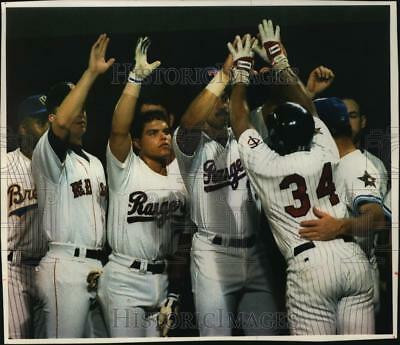 1993 Press Photo MVP Kirby Puckett gets happy reception after home run, All-Star