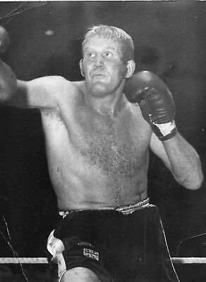 RICHARD DUNN 8x6in original BOXING press photo 20th Oct 1975